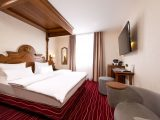 Luxurise Zimmer Mit Himmelbett Kings Hotel First Class Mnchen with regard to sizing 1100 X 734
